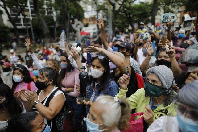 Devoción. Los venezolanos celebraron la declaración de beato del médico José Gregorio Hernández