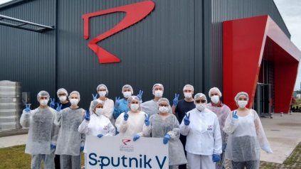 LABORATORIO: Trabajadores de la planta ubicada en el partido bonaerense de Pilar.
