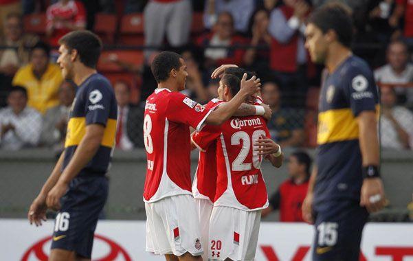 No levanta cabeza. Los jugadores de Toluca celebran un gol y los de Boca parecen no encontrar respuestas. El equipo de Bianchi volvió a ser una sombra.