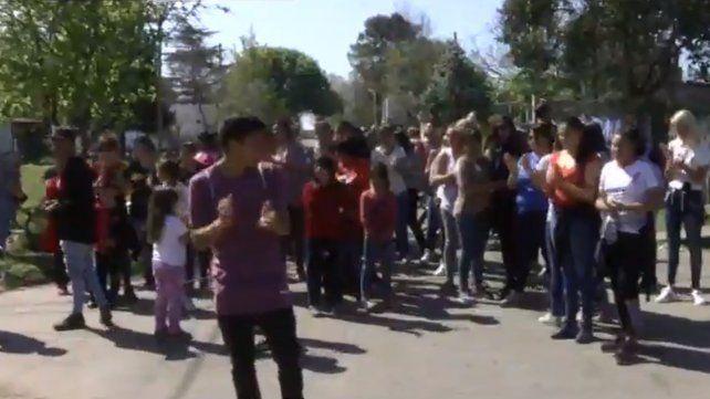 Los vecinos de barrio Cristalería hicieron un escrache contra el abusador del nene de siete años. (Foto: captura de TV)