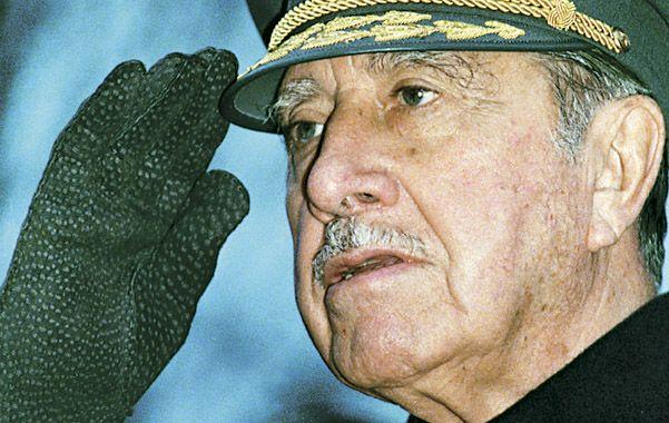 Dictador. Pinochet desarrolló un control obsesivo sobre la juventud.