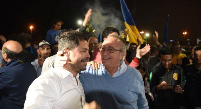 Di Pollina festejó con Broglia el triunfo del oficialismo.