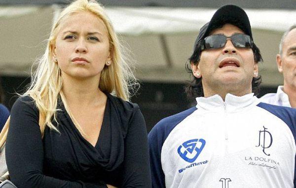 Afirman que Maradona se habría separado de su novia por presión de sus hijas