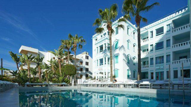 Hotel de Ibiza. El lugar cuenta con 52 habitaciones y los precios de las mismas por noche rondan entre 227 y 647 dólares.