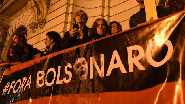 Fora Bolsonaro. El presidente es acusado de permitir las quemas.