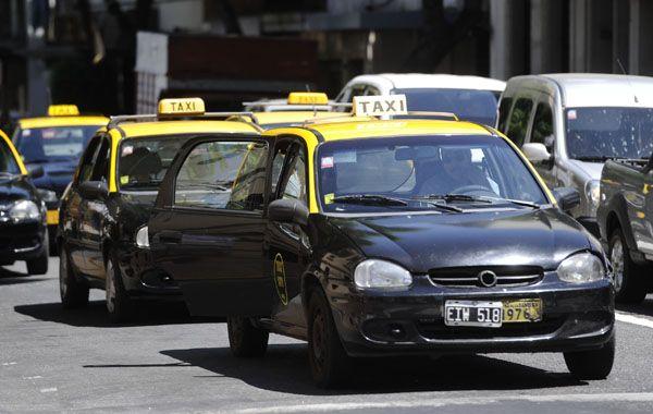 Frente a una posible acumulación de taxis en las paradas