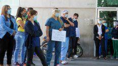 Profesionales de la salud en una asamblea en las puertas del Hospital de Niños Vilela donde dejaron sentado que están desbordados.