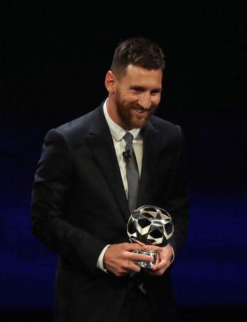 Messi fue elegido como el mejor delantero de la Uefa