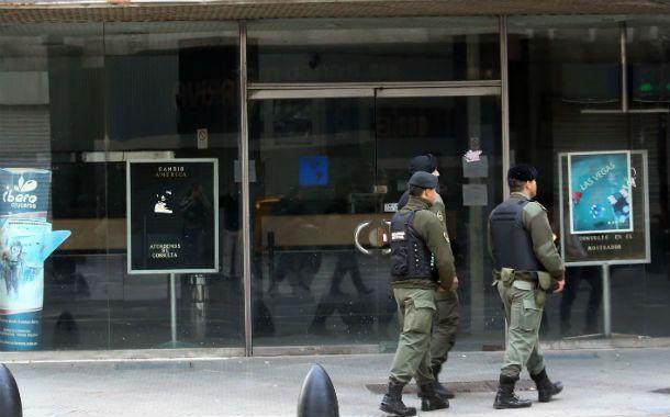 Lupa. El gobierno aceleró el control sobre casas de cambio y efectivos de Gendarmería allanaron varias en la city porteña.