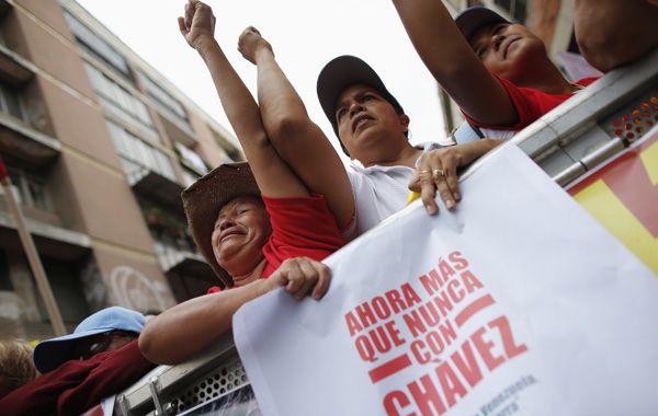 Incondicionales. Los chavistas vivaron a su líder durante un mitin partidario para las regionales del domingo.