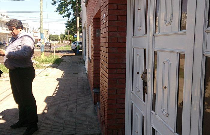 Osvaldo Aita en la puerta de su domicilio en Coulin al 1700. (Foto: C.M. Mutti)