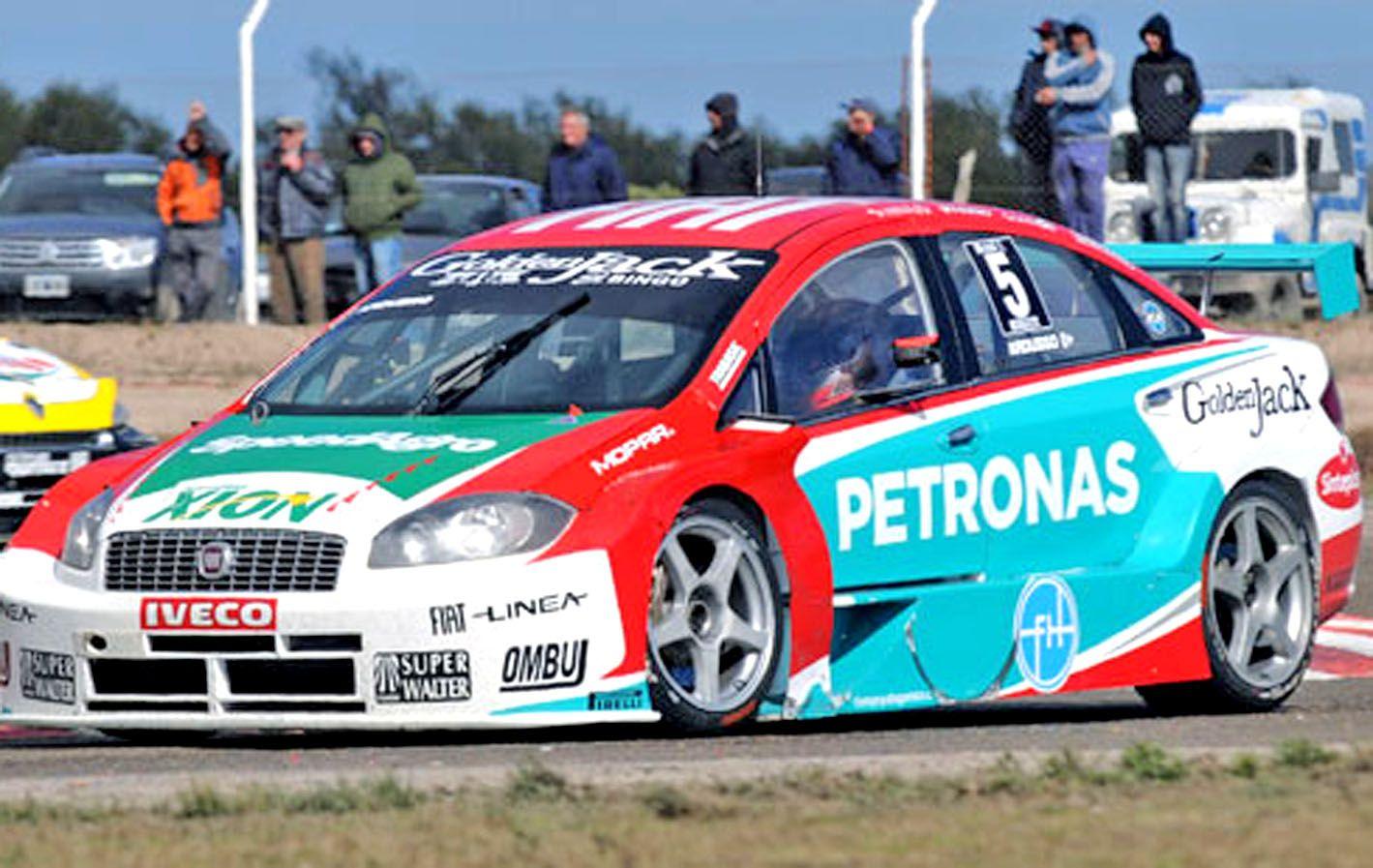 De giro. Ardusso se prueba en el autódromo de Termas de Río Hondo.