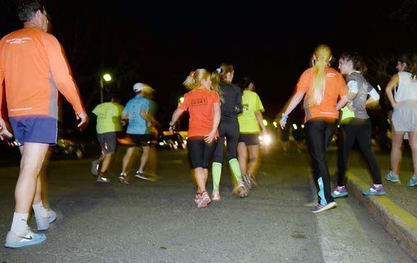 Pasión por correr. Se estima que en Rosario unas 20 mil personas salen a trotar a diario por la ciudad.