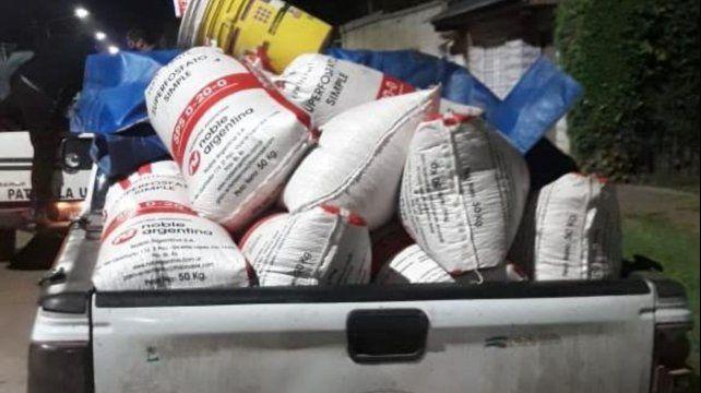Los delincuentes habían recolectado 21 bolsas de maíz y pensaban llevarse en una camioneta.