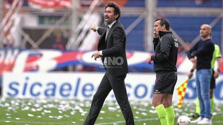 Eduardo Domínguez podría hacer un cambio para visitar a Argentinos.