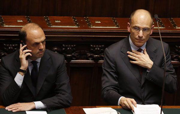 Aliados. Enrico Letta (der.) da su discurso junto al vicepremier Angelino Alfano