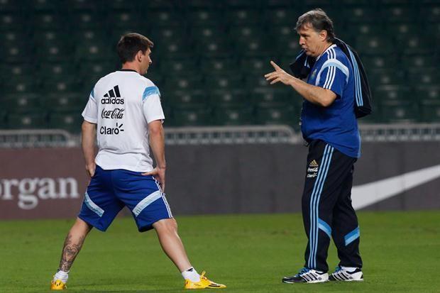 Messi irá al banco de suplentes seguramente para ingresar algunos minutos en la parte final.