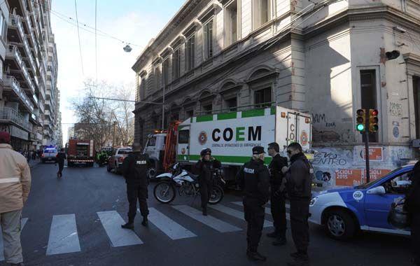 Los bomberos trabajaron en el lugar junto a personal policial y de Gendarmería.