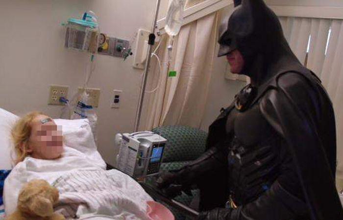 Lenny pasaba su tiempo libre yendo a hospitales para visitar niños enfermos.