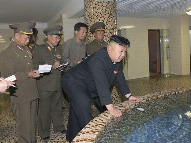 Al dictador norcoreano se le fracturaron sus tobillos por su obesidad
