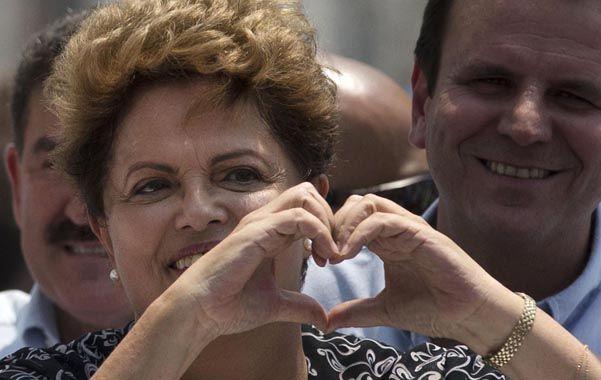 Primera. Dilma se mostró exultante ayer durante una recorrida por Río de Janeiro.
