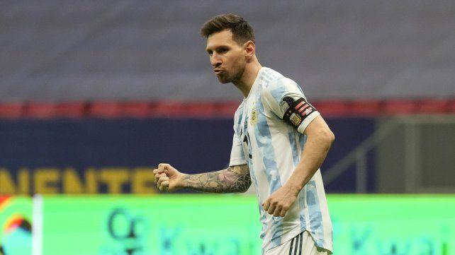 Lio aprieta el puño festejando su gol de la tanda de penales que clasificó a la selección a la final de la Copa América. Foto AP Andre Penner.