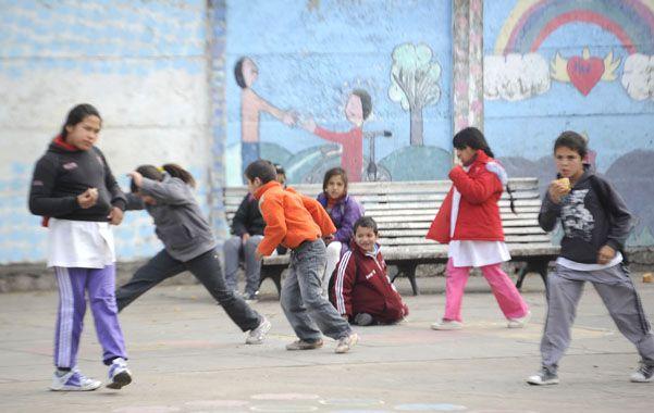 Dentro de la institución. Las autoridades quieren que los colegios sean un refugio para los chicos.