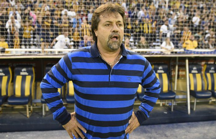 Caruso se trenzó a golpes con un grupo de barras cuando volvía de Rosario.
