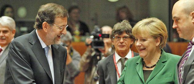 Mariano Rajoy y Angela Merkel intercambian cortesías en la cumbre de Bruselas.