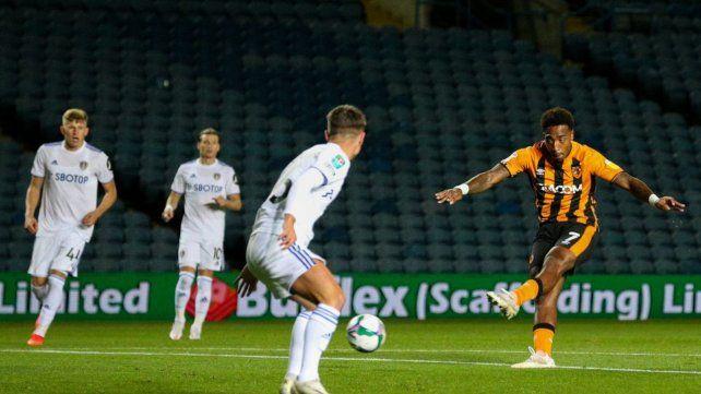 El zurdazo de Mallik Wilks resulto en el gol de Hull Citys que finalmente eliminó por penales al d Road