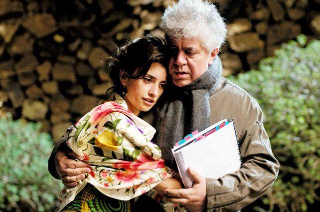 """Penélope Cruz y Almodóvar en """"Los abrazos rotos"""" (2009)."""