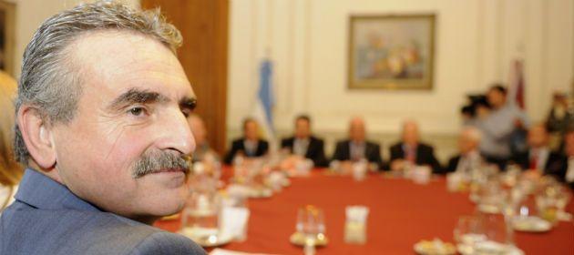 El diputado kirchnerista Rossi durante la fallida reunión con el gobernador Bonfatti. (Foto: Celina M. Lovera)