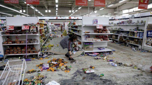 Devastación. Interior de un supermercado saqueado en Chile.