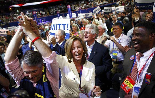 Algarabía en la convención nacional republicana en Tampa tras la oficialización de Romney.