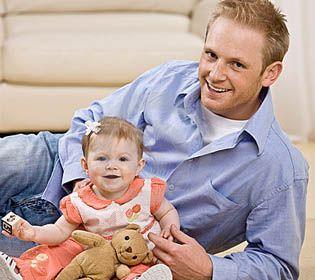 El estudio determinó que los papás jóvenes tienen peor salud que aquellos que estrenan paternidad pasados los 25.