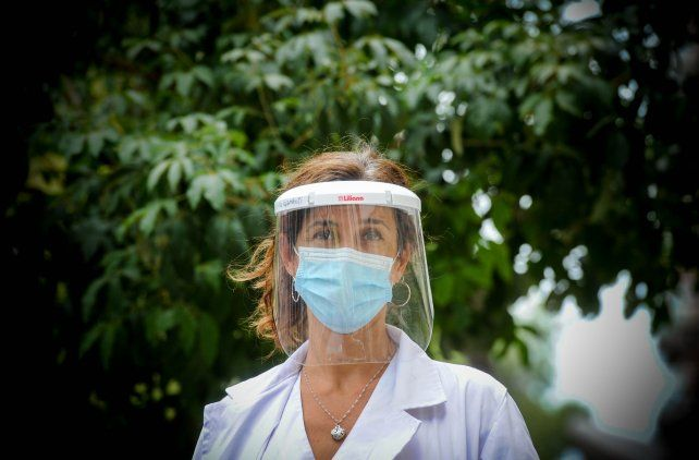 La psicóloga del hospital Provincial Cintia Gambutti, de 47 años y 19 de profesión, en un año de pandemia sólo descansó diez días y de manera discontínua.