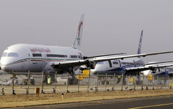 Revelador. Una línea de jets 787 recién fabricados estacionados ayer en una pista que la Boeing alquila en el aeropuerto de Paine Field (Everett