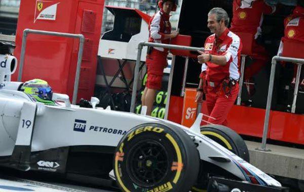 Massa casi atropella al jefe de equipo de Ferrari.
