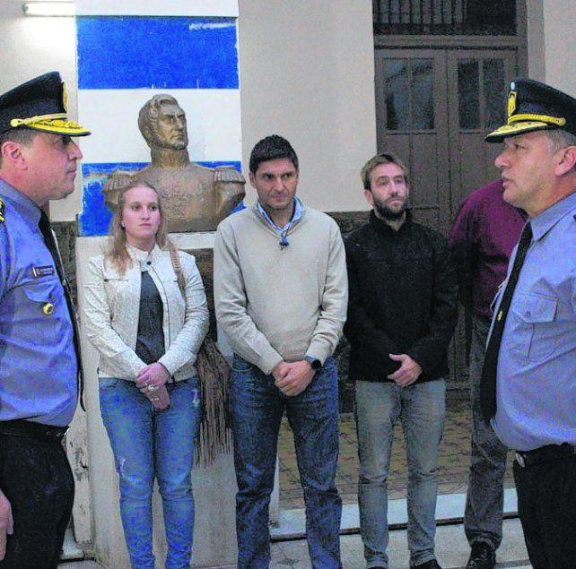 Cambio. El ex de Drogas José Moyano (derecha) asumió ayer en Coronda.