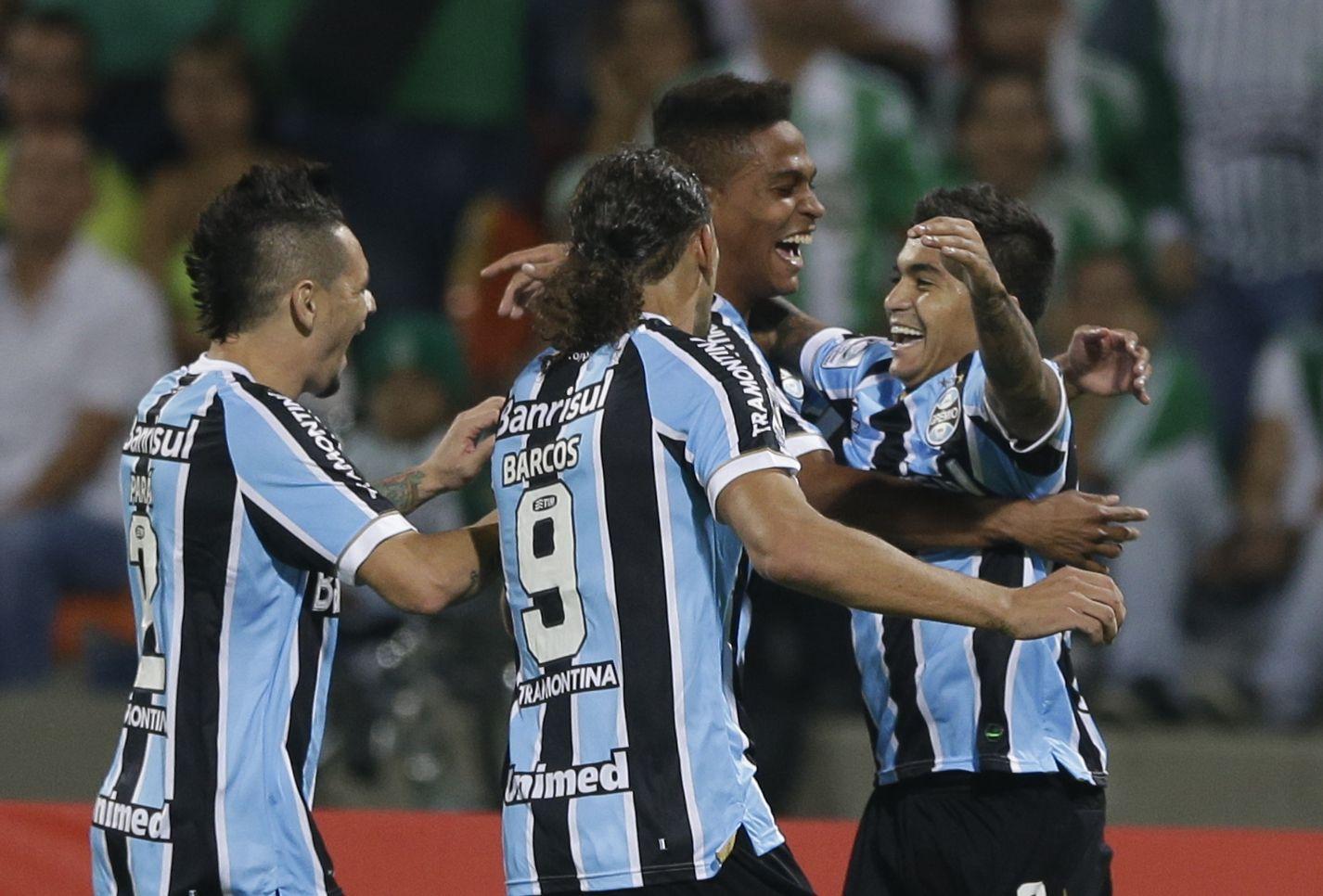 El conjunto de Porto Alegre se impuso 2-0 a Atlético Nacional y dejó a Newells más cerca.