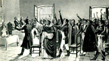 El Congreso de Tucumán de 1816 declaró la independencia y adoptó la bandera de Belgrano.