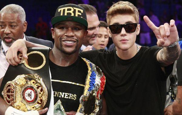 Justin Bieber siempre acompaña a su amigo Mayweather en las peleas de Las Vegas.