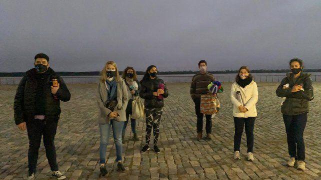 Los integrantes de Rosario Solidaria se reunieron este miércoles frente al Monumento para celebrar diez años de trabajo.