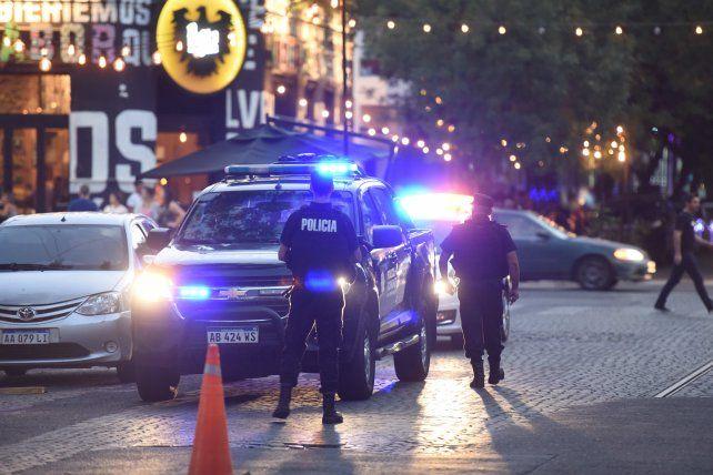 CALLES EN LA MIRA. Advierten que habrá más presencia policial y de agentes de control en las próximas horas.