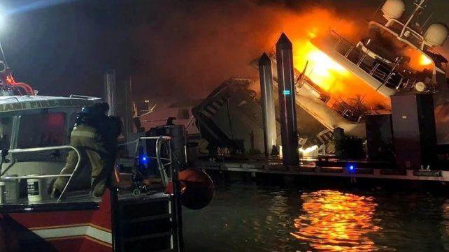 Impactantes imágenes del incendio que consumió el yate de Marc Anthony
