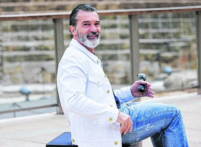 Pasó lo peor. El artista posa divertido ayer en Málaga antes de recibir el premio en el festival de cine.