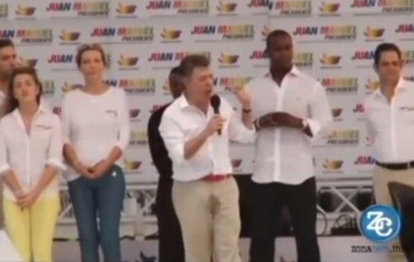 Santos pasó un mal momento en el lanzamiento de la campaña por su reelección.