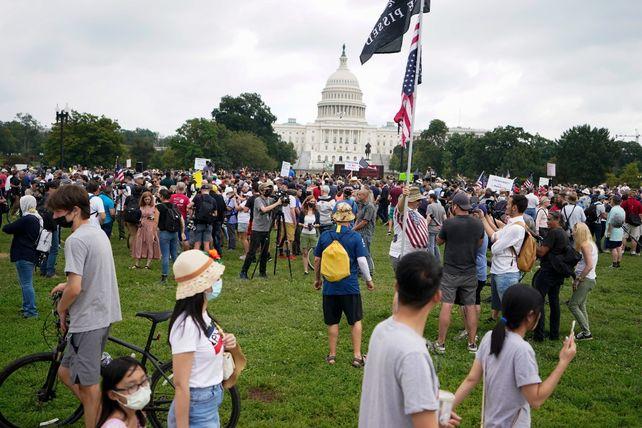 DISPERSIÓN. Postal de los manifestantes ayer en Washington entre reporteros