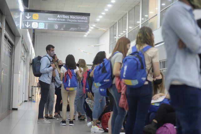 A principios de marzo volvieron a salir contingentes de egresados desde el aeropuerto de Rosario con destino a Bariloche.