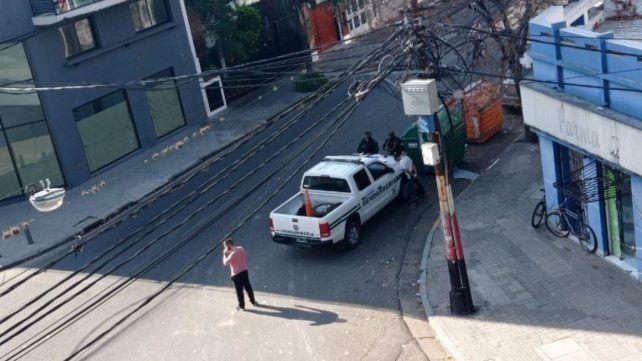 Video: vecinos capturan a un delincuente que se había escondido en un contenedor